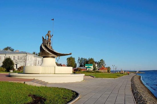 Petrozavodsk Walking Tour with Visit to Local lore Museum