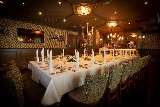 Kilkenny Hibernian Hotel: Beautiful Private Dining in Harpers Restaurant.