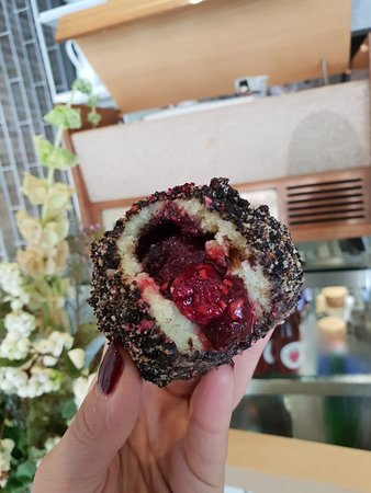 Ferdinand knedle : Oreo, dark chocolate and raspberry in potato dough