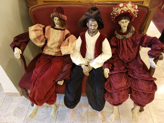 Fine Art & Doll Museum