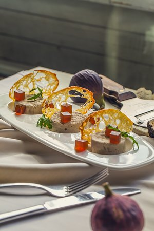 Al Faro: Rabbit pate with wine figs and marmalade with truffle oil. Нежное пате из кролика с инжирно-винным мармеладом и трюфельным маслом.