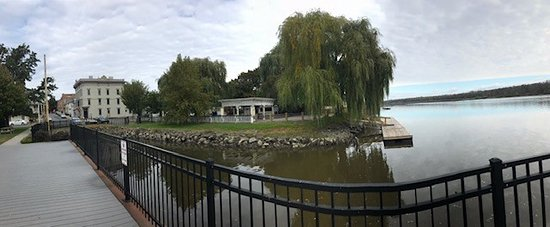 Athens, NY: Pic taken from the river walk across the street from the hotel.