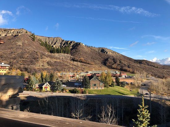 Viceroy Snowmass: Surrounding area when walking to the grocery store.