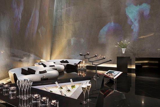 ME London Hotel: The Atrium