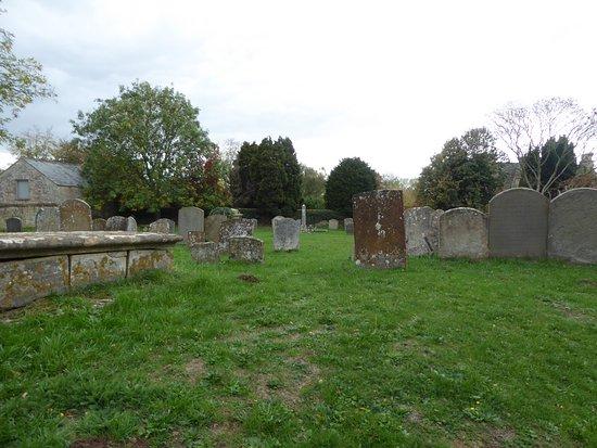 Bampton, UK: Graveyard