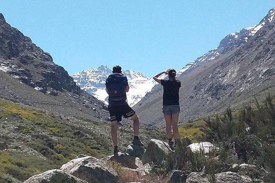 サンティアゴからのYerba Loca Sanctuaryハイキングツアー
