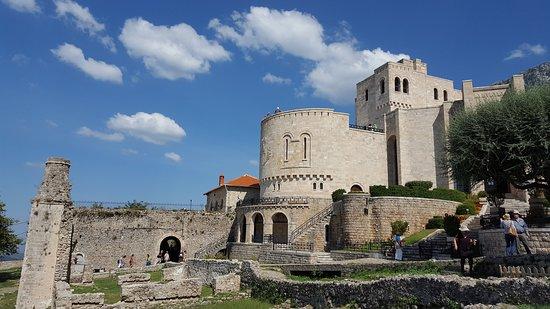 Museumi Gjergj Kastrioti (Skënderbeu)
