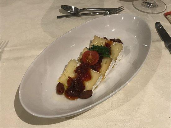 Restaurant Puppenhaus am Brunnen: Käseteller mit dänischem Blauschimmel und Tomatenmarmelade