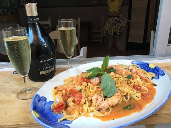 Enjoy our delicious tagliatelle, prawns, tomato and basil with a glass (or two!) of our chilled Prosecco...