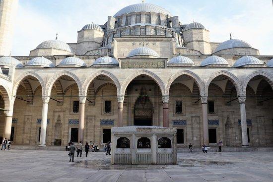 Istanbul, Turquie : Buitenzijde moskee