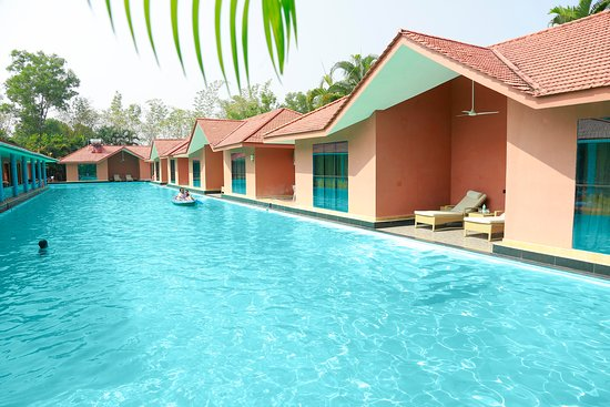 Pool - SAJ Earth Resort and Convention Center Kochi Photo