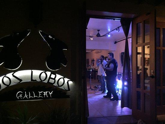 Dos Lobos Gallery