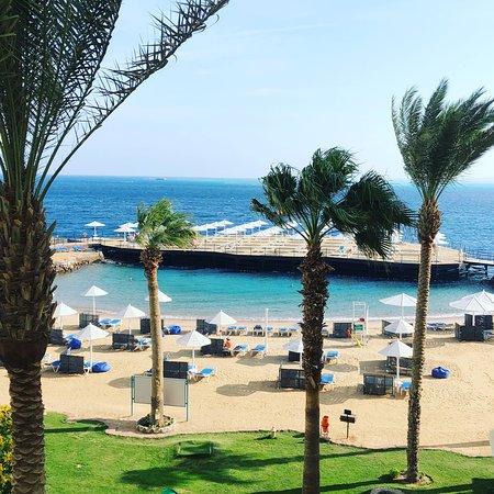 Great location, friendly staff, nice beach
