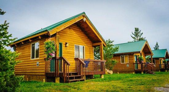 River Lodge: Small Cabins