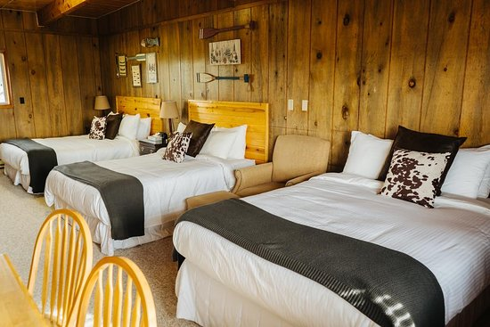 River Lodge: 3 Queen Kitchenette