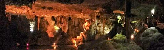 Grottes de Bétharram: Superbe vue d'ensemble d'une des salles de la grotte