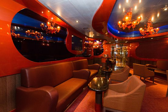 Carnival Magic lounge