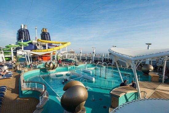 Norwegian Epic pool