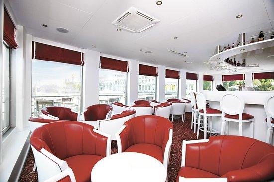 River Victoria Lounge