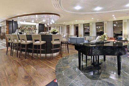 AmaStella Bar and Lounge