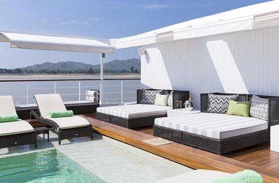 Strand Cruise Poolside