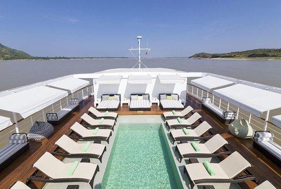 Strand Cruise Pool