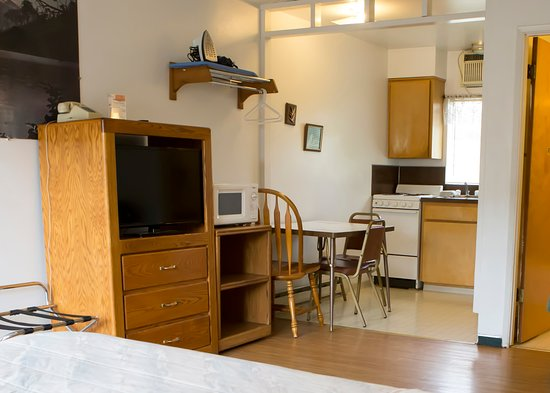 Dreamer's Lodge: Mini Kitchen Suite with Three beds