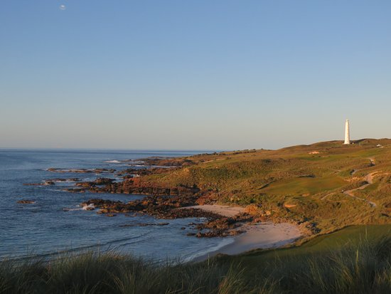 Cape Wickham Links: sun set over the 18th hole below