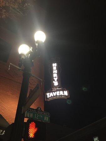 Henry's 12th Street Tavern Photo