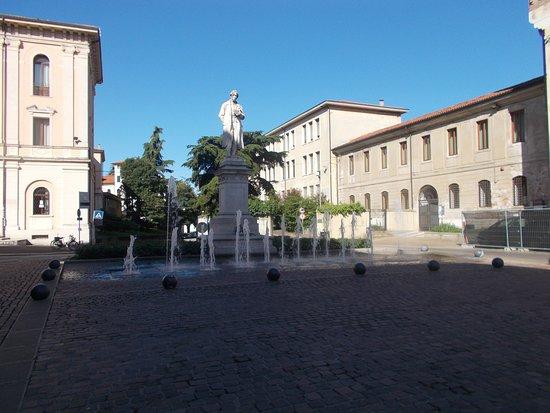 Monumento a Giacomo Zanella