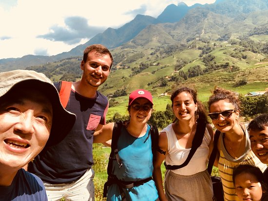Go SaPa Trek-Tour : Fellow travelers and our tour guide. Super friendly and knowledgeable.