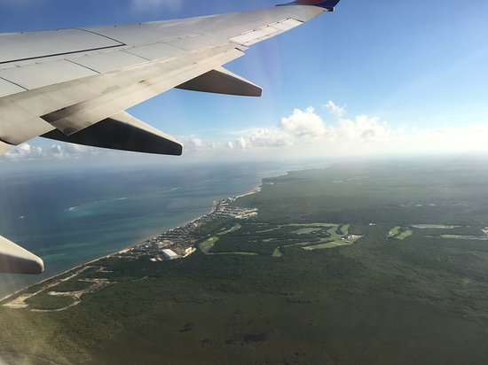 Southwest Airlines: Flying over our resort in Mexico
