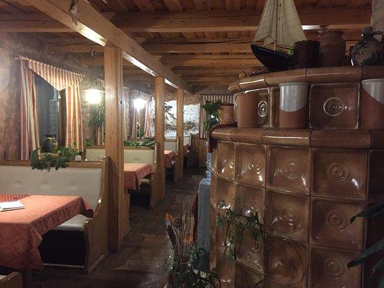 Zala County, Hongrie: Gaststube mit Kachelofen