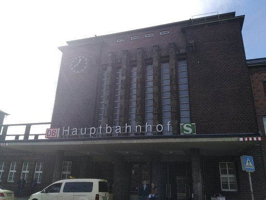 Zwickau, Duitsland: View in front of Railwaystation