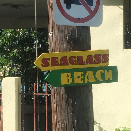 Isabel Segunda, Puerto Rico: Directional sign to Sea Glass Beach