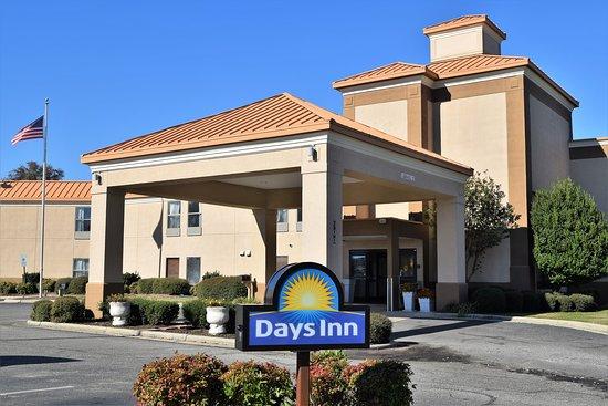 Days Inn by Wyndham Dunn