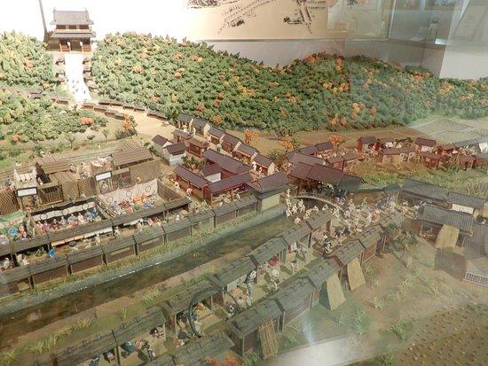 Kotohira Municipal Historic Museum: ジオラマ:参道に屋根のある橋(鞘橋)がかかる