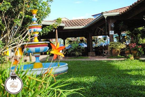 El Portal Restaurante : Tarde de verano en el portal Guatapé