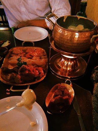 Rostie Restaurant: Fodnue