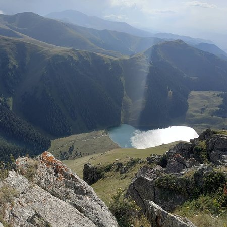 Kemin, Kirgisistan: Kol Tor lake from the top