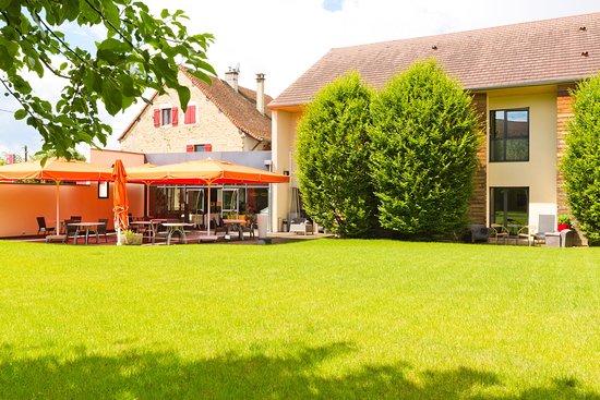 La terrasse du restaurant Michel Béjeannin à l'Auberge de Chavannes, vu du parc.