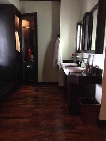 suit room bath room