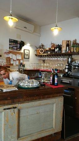 Trattoria Pizzeria Il Torrione: Il bar