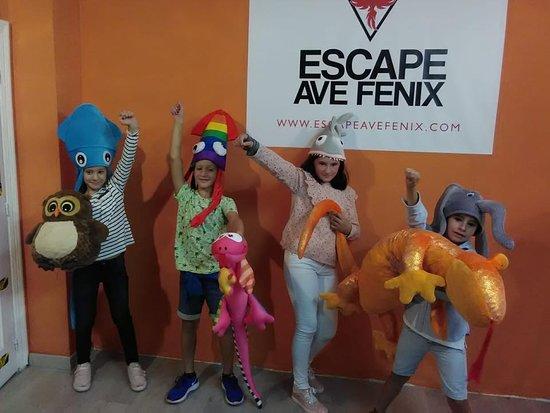 Escape Ave Fenix : Menudo equipo a venido a rescatar a los animales del zoo.  ¡¡Se lo han pasado genial!!