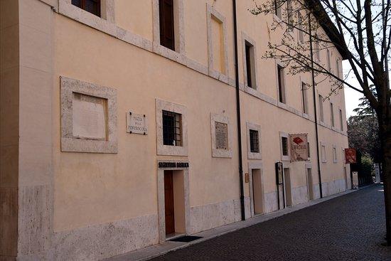 Santa Maria degli Angeli, Italie : Libreria Internazionale Francescana at Piazza Porziuncola