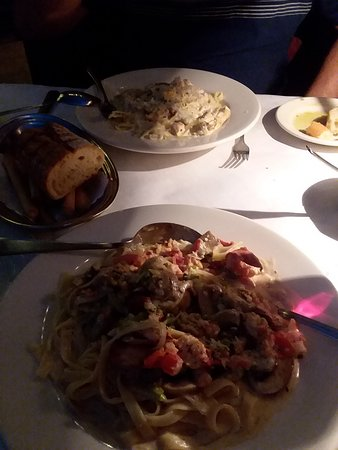 Italian Village Restaurant: delicious food