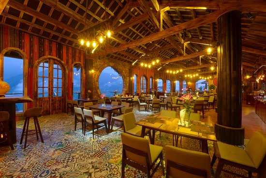 The Sapa sky view restaurant with more than 100 seats and well decorated with local style. We serve western and Vietnamese food