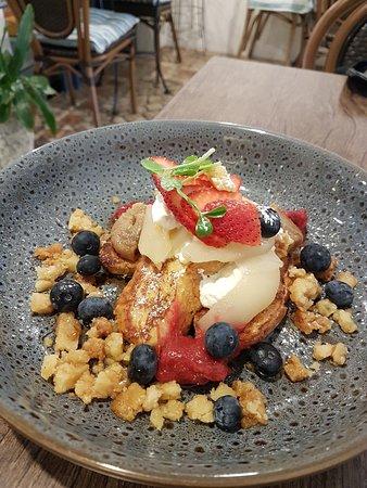 McMahons Point, Australia: Billi's interpretation of the traditional French Toast.
