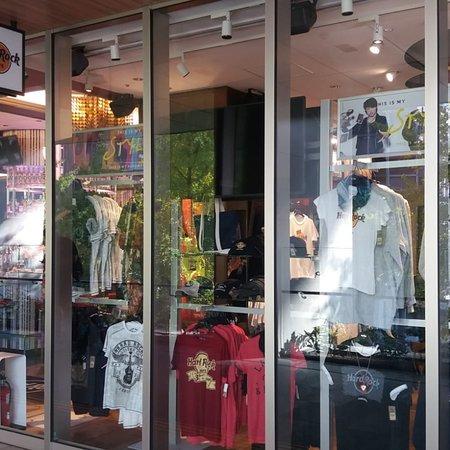 Hard Rock Cafe Fukuoka: Fotos der Außenfassade und des Eingangsbereichs