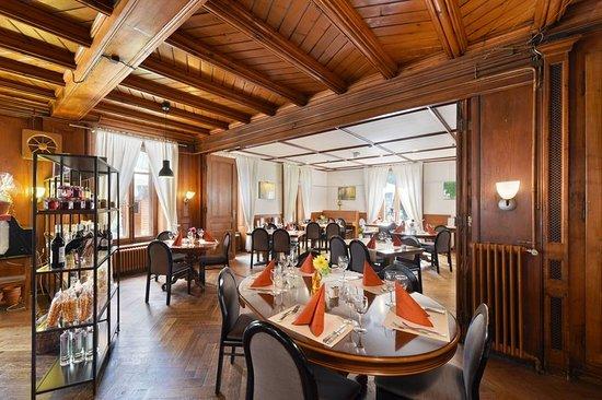 Couvet, Szwajcaria: Restaurant